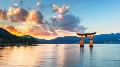 Miyajima-Floating-Torii-Gate-1024x576