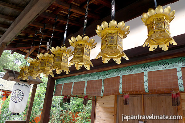 Tsuri-tourou (sponsored hanging lanterns)