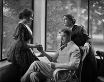 Retrato de Helen Keller con John Macy y Annie Sullivan Macy, Whitman estudio, circa 1900
