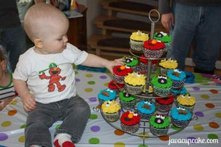 Matty and his Sesame Street cupcakes by JavaCupcake