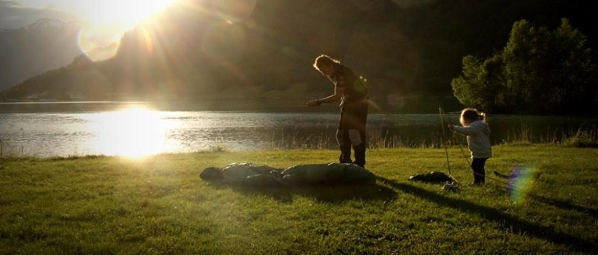 słońce zachodzi, minął kolejny dzień – biwak nad Innvikfjorden w Stryn