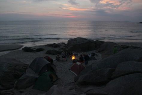 biwak i ognisko na plaży