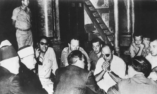 June 1967. Defense Minister Moshe Dayan announces to the Wakf and the heads of the Supreme Muslim Council that they will be able to administer the compoundthemselves, while the Jews will be able to visit but not pray there. (courtesy of Schocken Books)