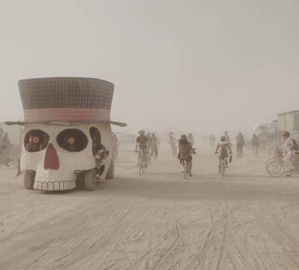 Skull art car