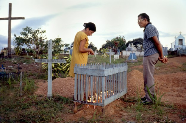 Man and Woman Tending to Their Child's Grave, Autazes