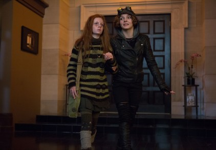 Gotham episode 11 - Rogue's Gallery - Ivy and Selina