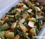 Frittata ze szparagami, wędzonym tofu i kolendrą