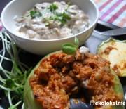 Kalarepa wypchana soczewicą z ryżem basmati i sosem pieczarkowym