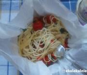 Makaron spaghetti pieczony w papierze