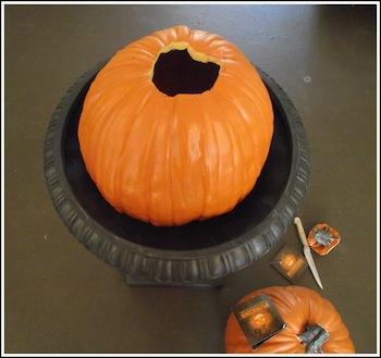 DIY Fall Pumpkin topiary from Jenniferdecorates.com