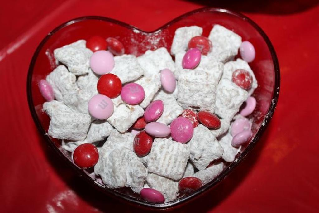 Fun Valentine's Day Muddy Buddies in heart bowl  Valentine's Day Recipes: How To Make Valentines Day Muddy Buddies! Fun Valentines Day Muddy Buddys