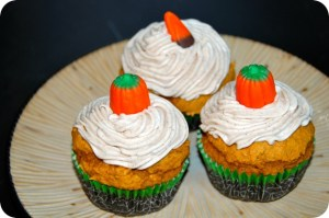 Easy Pumpkin Cupcakes & Cinnamon Cream Cheese Frosting