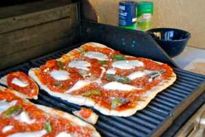 F&Easy Summertime Grilled Pizzas #fneasy