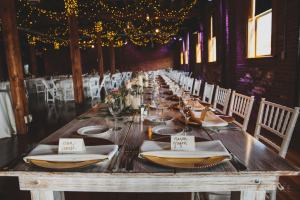 rustic wedding tablescape - Image by: Angela Renee Photography | http://jessicadum.com/portfolio/courtney-abe/
