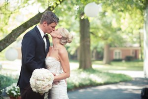 Bride and Groom with White Hydrangeas - Image by: Meredith Rogers Photography | http://jessicadum.com/portfolio/hannah-terrence/