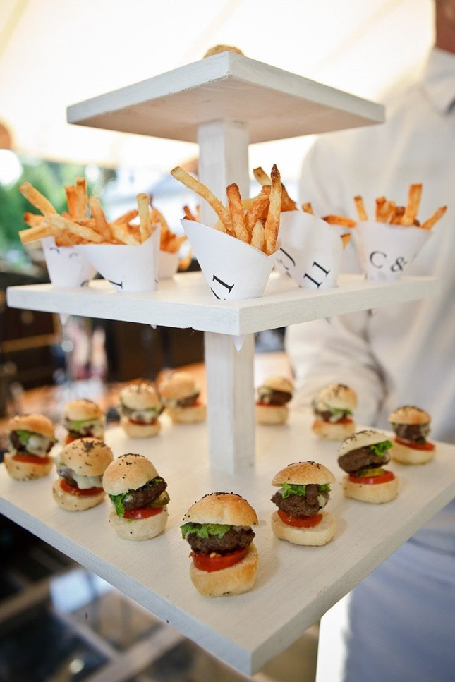 Burgers + Fries Wedding Late Night Snack | 11 Tips to Personalize Your Wedding - Jessica Dum Wedding Coordination #weddingtips