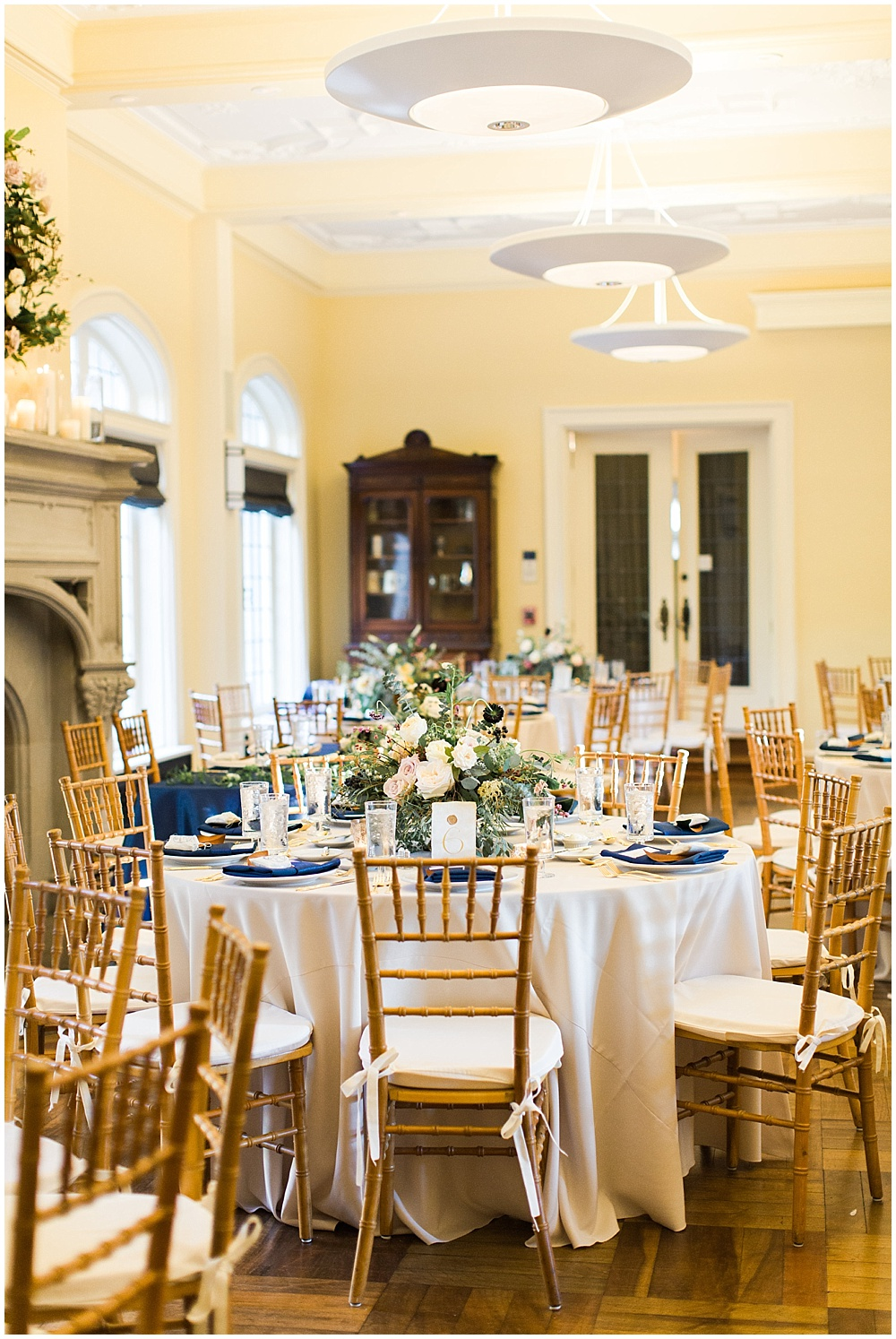 Navy + Gold tablescape | Navy and Gold Wedding at Laurel Hall with Ivan & Louise Photography + Jessica Dum Wedding Coordination