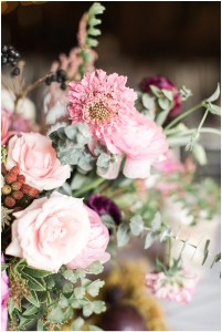 Fall floral design with berries | Ivan & Louise Images and Jessica Dum Wedding Coordination