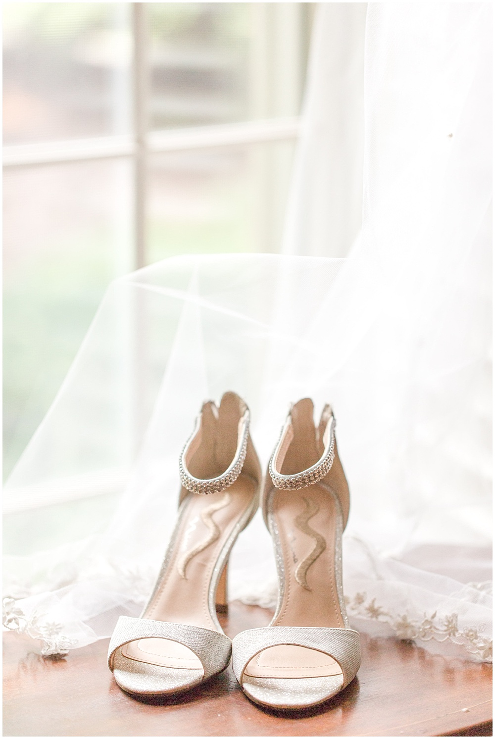 Bridal shoes and veil | Sami Renee Photography + Jessica Dum Wedding Coordination