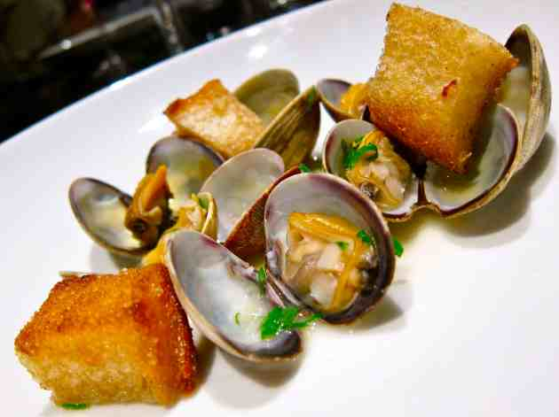 Clams, White Wine Shallot, Parsley, Bread