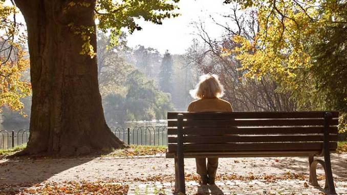 WomanOnBenchSunny940x400