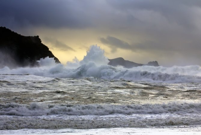 rough_sea_by_cprmay-d386oc2