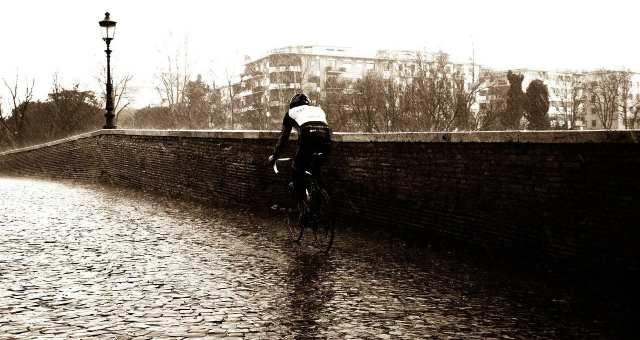 急な天候の変化に自転車を守る!その準備と対応策とは?