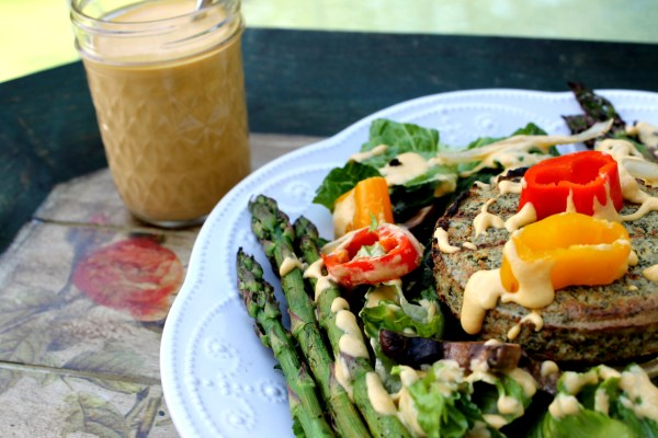Grilled Summer Salad with Creamy Apricot Dressing | Sunshine Burger | JL goes Vegan