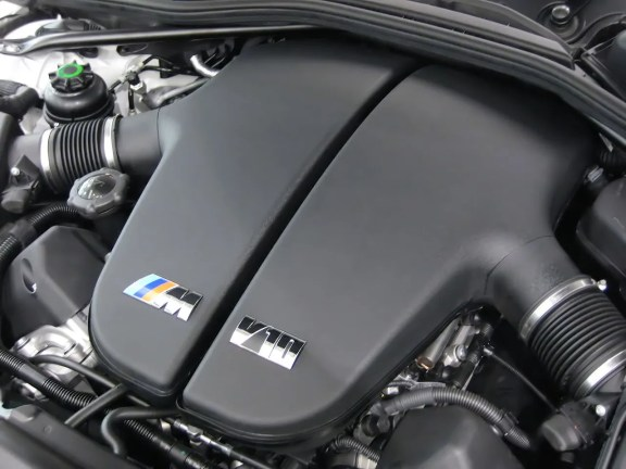 1280px-BMW_S85B50_Engine