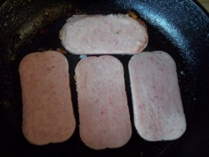 Spammo Classico begins with four slices of the finest Spam. Slice three thin and one thickish.