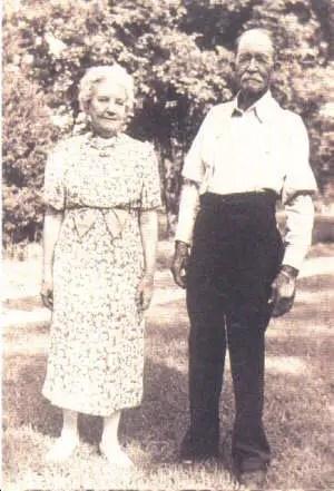 laura-and-almanzo-1940-laura-ingalls-wilder-1607684-300-441