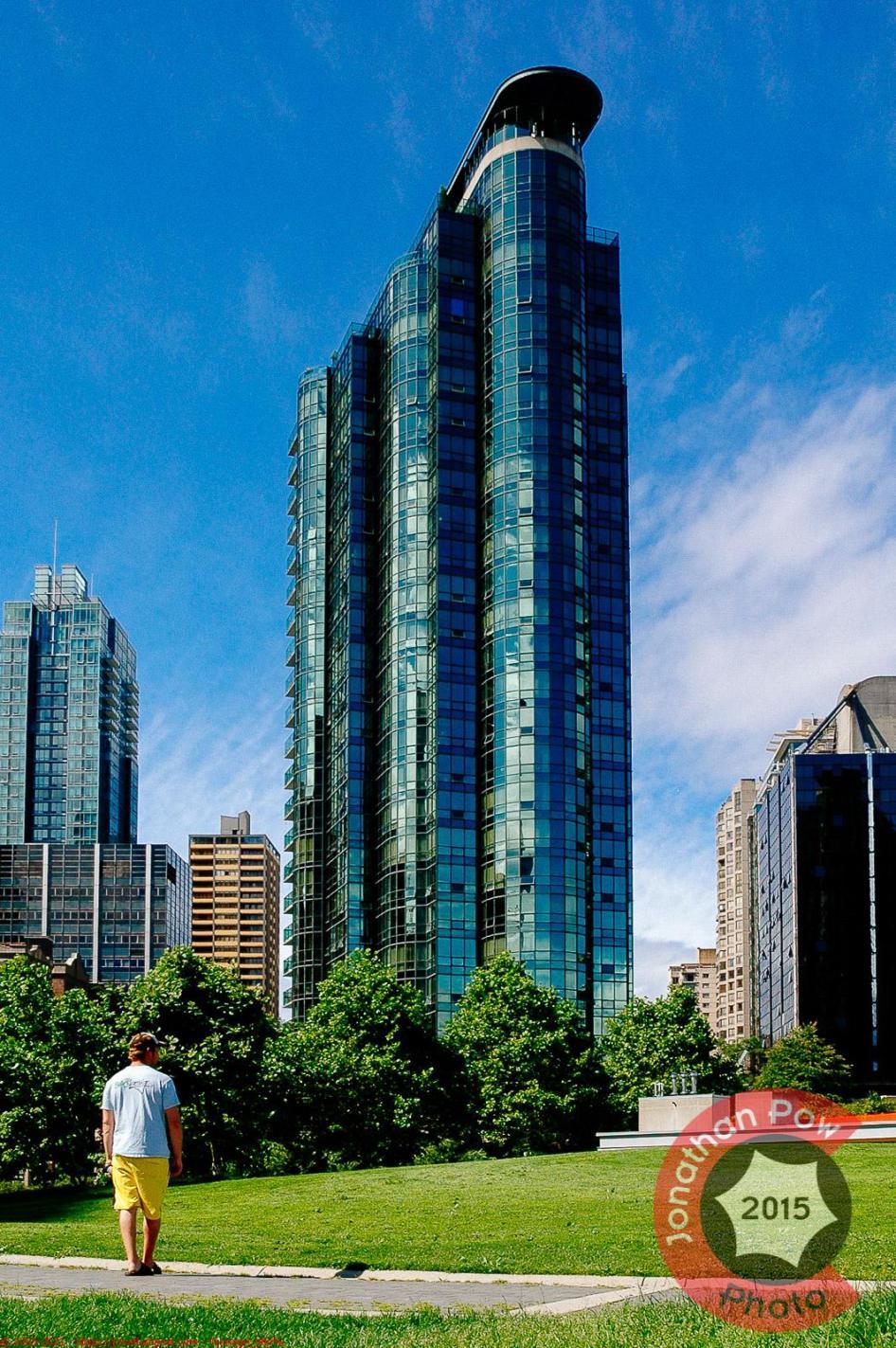 Harbourside Park II, 555 Jervis Street - Building & Condo