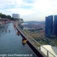 Zo ontzettend cool om hier te staan, The Marina Bay Sands in Singapore. Een zeer bijzonder gebouw en constructie!  Tweet