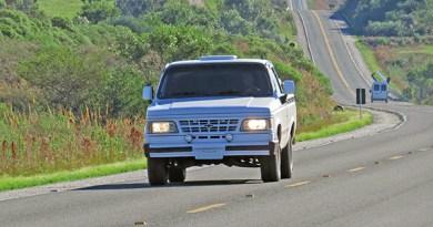 Faróis acesos nas rodovias sinalizadas voltam a ser obrigatórios