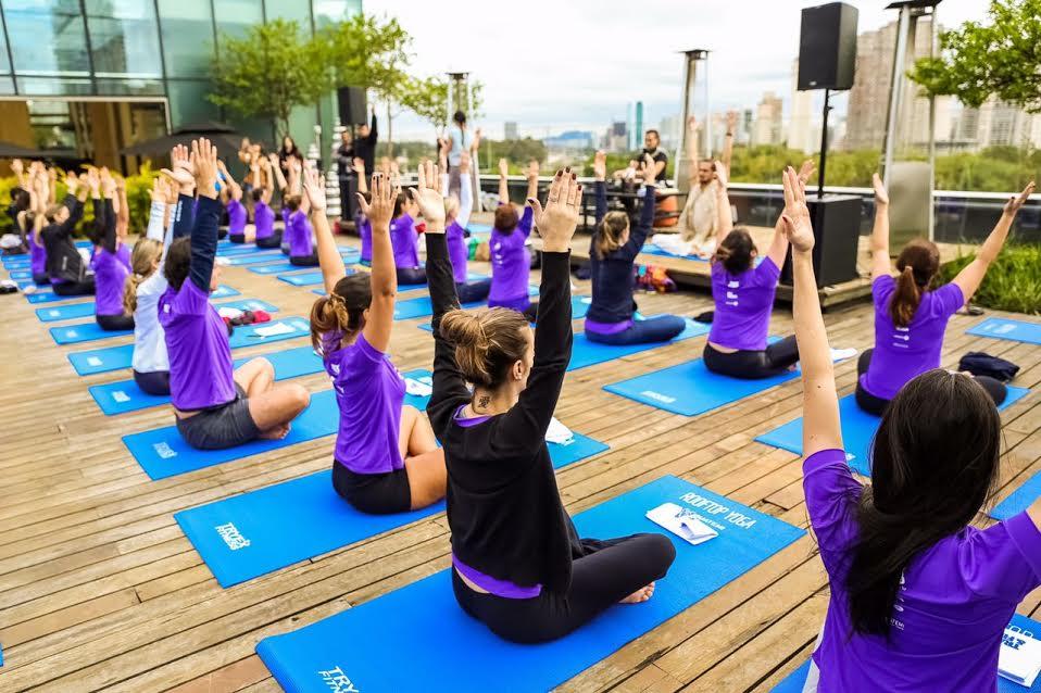 rooftop-yoga-sao-paulo-aula