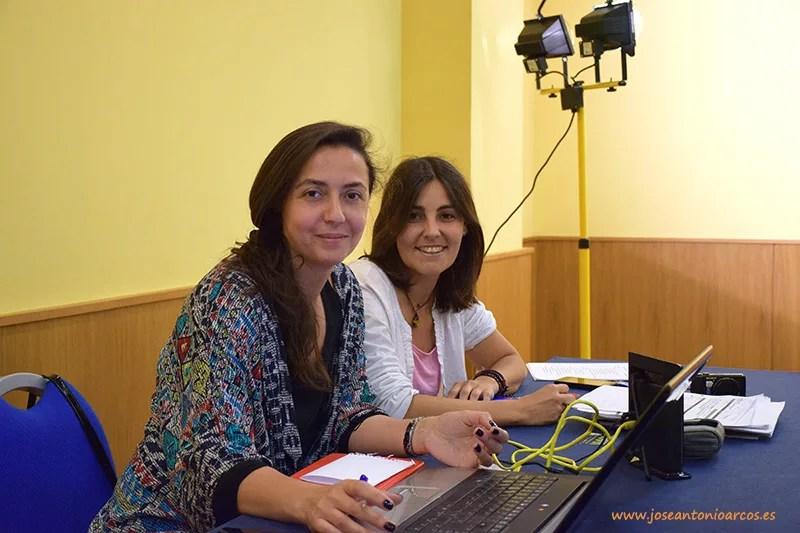Julia Campos y Vanesa Gutiérrez, de la productora que ha organizado el casting de la segunda temporada de Mar de plástico.