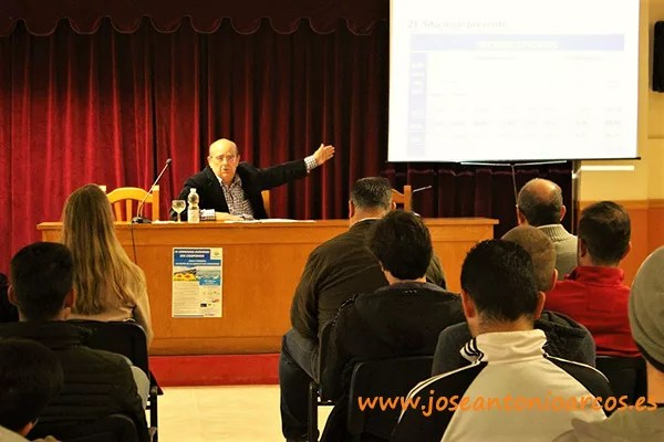Manuel Fernández, asesor técnico de la Junta Central de Usuarios del Poniente almeriense, en las IV Jornadas Agrarias de EFA Campomar, en Aguadulce.