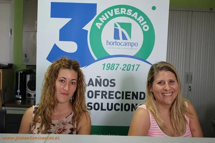 Rosario y Fátima dan la bienvenida a los agricultores. Recepción del semillero Hortocampo.