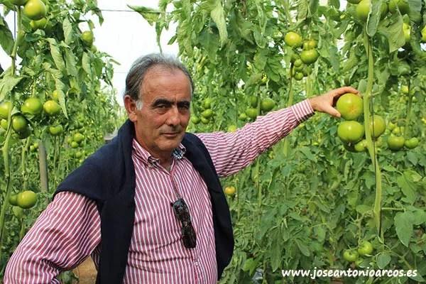 Luis Ruiz, agricultor de Roquetas de Mar, Almería.