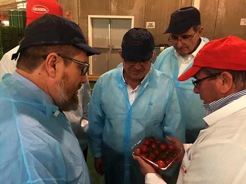 El consejero de Agricultura de Andalucía visita las instalaciones de la cooperativa almeriense VICASOL.