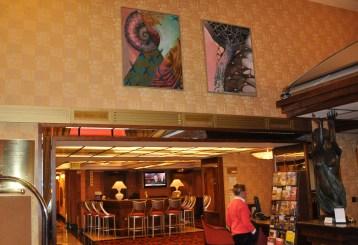 Hala hotelu Imperial obrazy Josefa Achrera