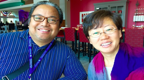 Momar Visaya, editor of an English-language Filipino weekly, the Asian Journal, left, and Rong Xiaoqing, a reporter for the national Chinese-language Sing Tao Daily (Credit: New America Media)