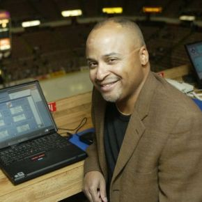 Drew Sharp in 2003 at Detroit's Joe Louis Arena. (Credit: Kirthmond F. Dozier/Detroit Free Press)