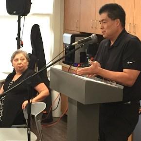 Mark Nakakihara and Ellen Endo discuss plans for the Rafu Shimpo. (Credit: J.K. Yamamoto/Rafu Shimpo)