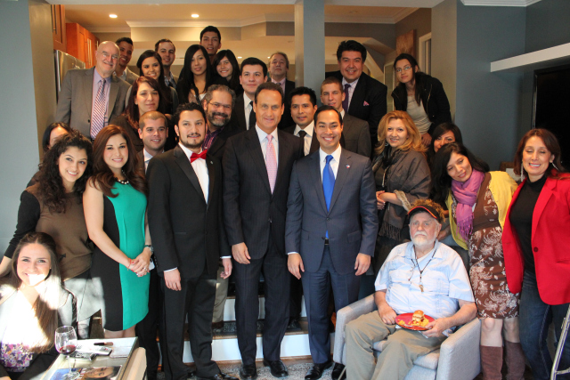 Julian Castro, then mayor of San Antonio, in blue tie, meets in 2013 with the Washington, D.C., chapter of the National Association of Hispanic Journalists. (Credit: Franklin Garcia)