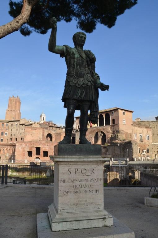 Форум. Памятник Цезарю