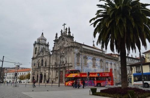 Еще одна достопримечательность Порту - церковь Кармен и храм Кармелитов