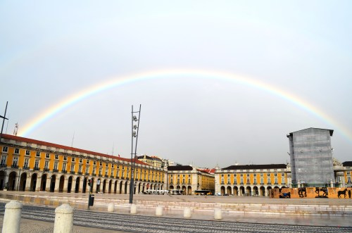 С площади Коммерции в 15 веке началось бурное развитие Лиссабона как отправной точки великих географических открытий.