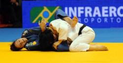 Mayra derrota número 1 do mundo e é bronze no Rio