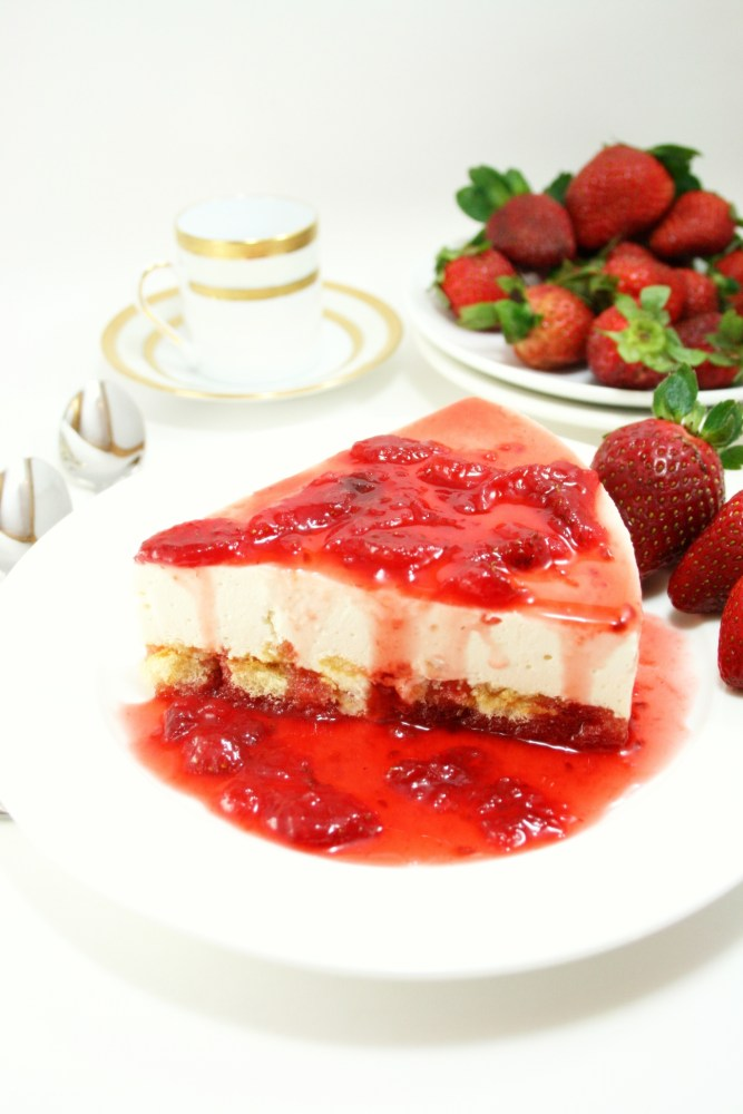 Chilled Strawberry Cheesecake  (5/6)